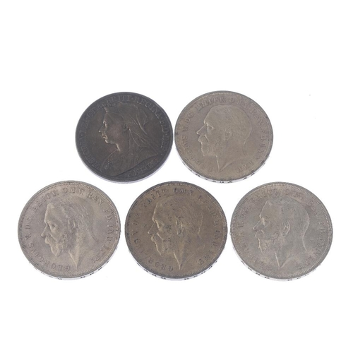 213 - Great Britain, Crowns (4), 1900, 1935 (4), sundry base coins. Varied state. (Lot).  <br>...