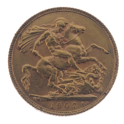 52 - Edward VII, Sovereign 1907. Very fine.  <br>Very fine.  <br>...