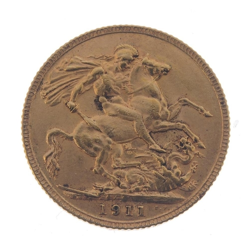92 - George V, Sovereign 1911. Very fine, possibly ex mount.  <br>Very fine, possibly ex mount.  <br>...