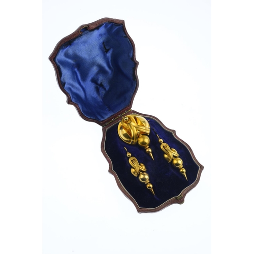 130 - A suite of mid Victorian gold jewellery, circa 1870. The brooch, designed as a stylised knot, suspen...