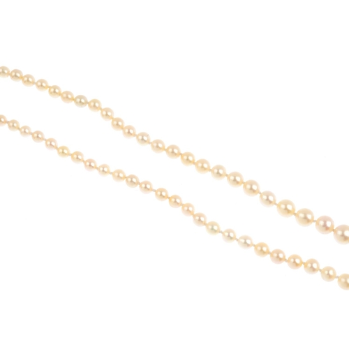 166 - A natural pearl single-strand necklace. Comprising a single strand of 116 graduated pearls, measurin...