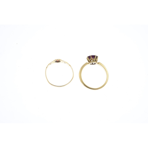 23 - Two early 20th century gold garnet rings. To include a circular-shape garnet single-stone ring, with...