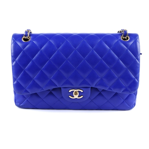 a63696ab8265 39 - CHANEL - a blue Jumbo Classic Double Flap handbag. Featuring a royal  blue