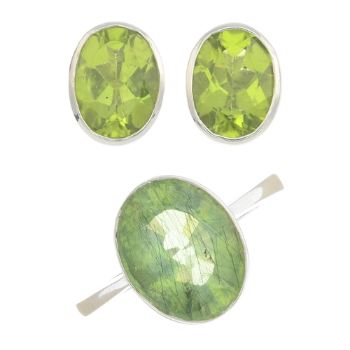 24 - A set of peridot jewellery, to include a 9ct gold single-stone ring and a pair of earrings.Principal...