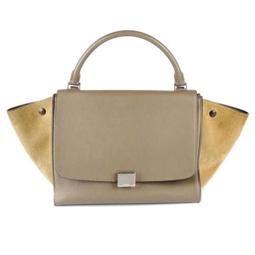 57 - CÉLINE - a grey leather Trapeze handbag. Featuring a grained grey leather exterior and optional sued...