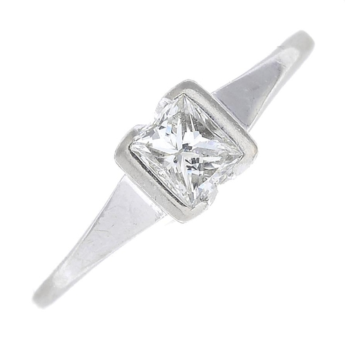 25 - An 18ct gold diamond single-stone ring. Estimated diamond weight 0.35ct, H-I colour, SI clarity. Hal...