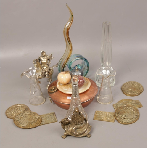 17 - A group of collectables to include silver collar scent bottle, onyx apples, brass steam rally plaque...