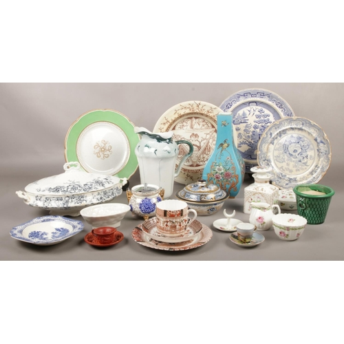 60 - A collection of 1930/40's Pottery, plates, bowls, cups/saucers etc...