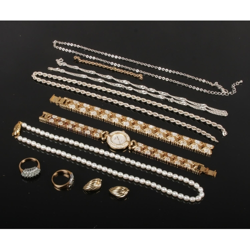 433 - A small quantity of silver and dress jewellery. Including pearl necklace with silver gilt clasp, Rot...