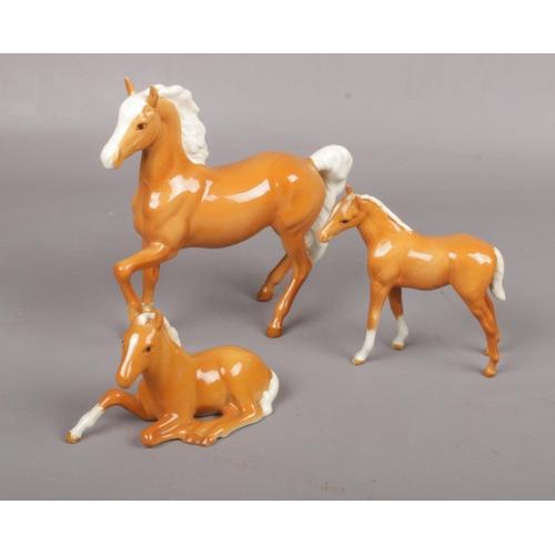 436 - Beswick Palomino Prancing Arab Horse, No. 1261 approx 17.5 cm, to include Beswick Palomino foal layi...