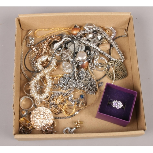 152 - A collection of costume jewellery, necklaces, bracelets, rings etc...