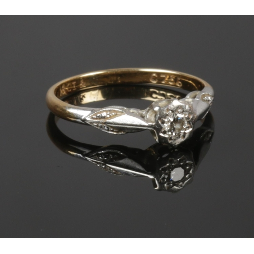 418 - An 18 ct diamond solitarie ring, size k, 2.10g...