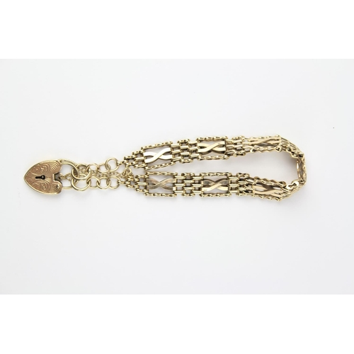34 - A 9 carat Gold 4 bar cross over gate bracelet. 21.4 grams....