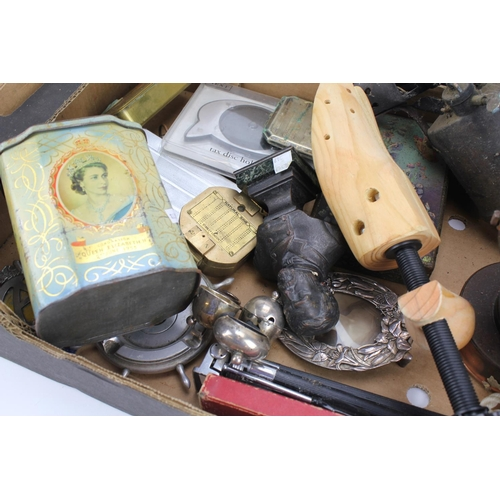 118 - A Christmas 1914 Brass Box, a Pioneers knife, AA badges, etc....