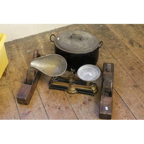 107 - 1930's enamelled stock pot, set of scales, a quantity of planes, etc....