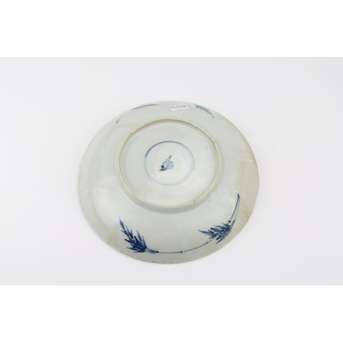 488 - An oriental blue and white bowl, chrysanthemum pattern, scallop edge, make fmarket, with under glaze...