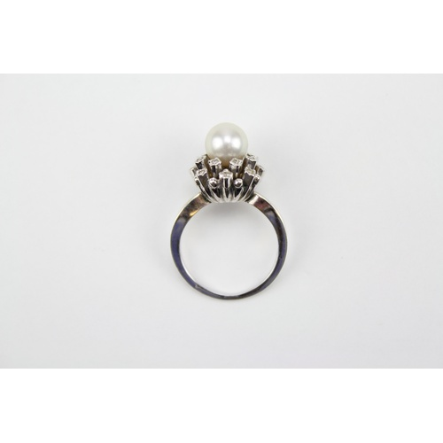 35 - A Pearl Dress Ring set chip stones. Size: M...