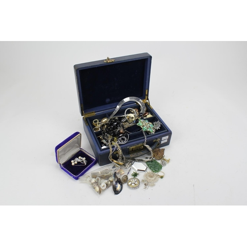 38 - A quantity of costume jewellery, Green jade pendant, brooch, colliers, etc, in a blue box.