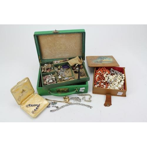 39 - A green jewellery Cigarette holder, 50's rings, Marquisette bracelet, pearls, etc....