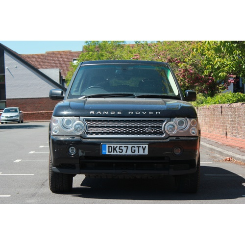 242 - A Range Rover Vogue 3.6 litre diesel, 2007/57, Black with Black Leather, Good Condition, 158,000 mil...