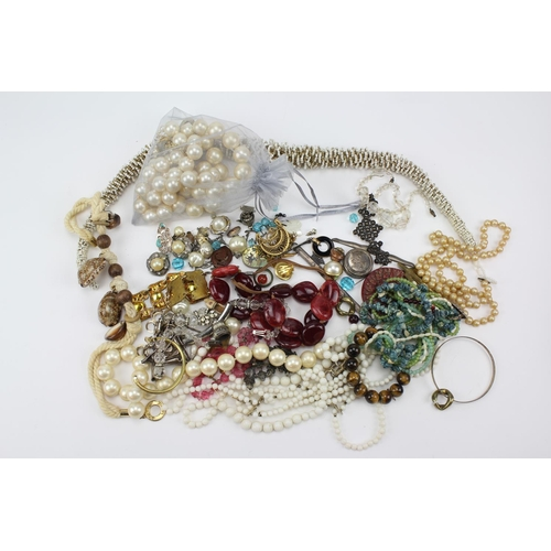 42 - A collection of costume jewellery to include pearls, chokers, brooches, shell necklace, etc.....