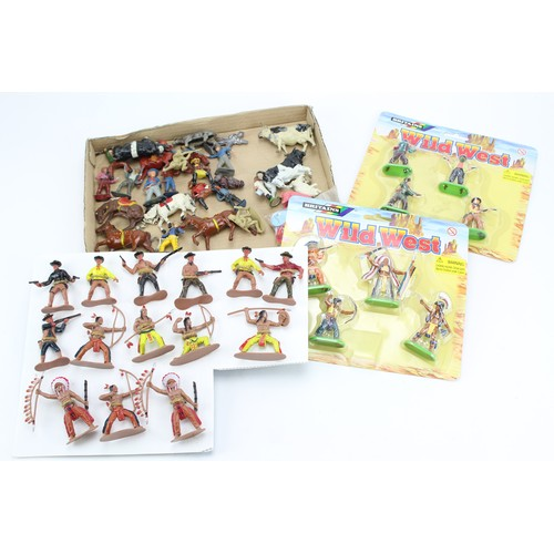 17 - A Tray of figures to include 2 x Boxed Britains Cowboys & Indians along with some Lead Cowboys & Ind...
