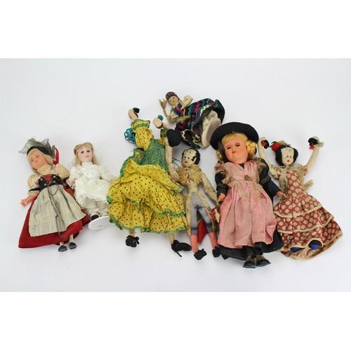 19 - A large quantity of dolls....