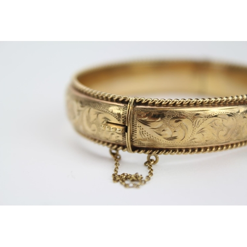117 - A Ladies 9ct Gold Bangle with engraved Decoration. Total Weight: 20 grams....