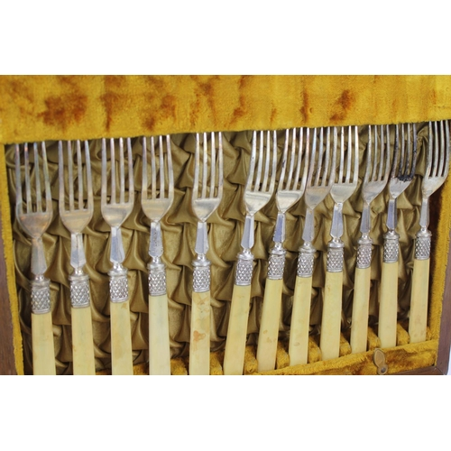 20 - A Silver Six Division Toast Rack by
