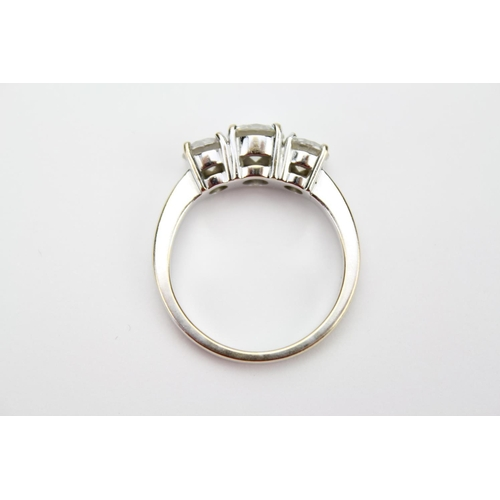 31 - A Beautiful Ladies (750) White Gold Wedding Ring set with Three stunning Diamonds. Total Weight: 7.6...