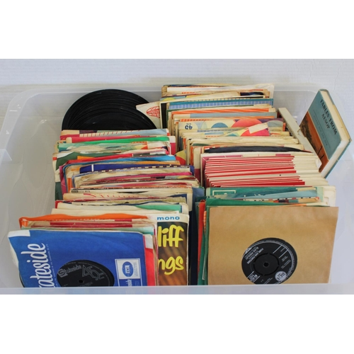 672 - A Large Collection of 1960s-1970s Singles to include: Elvis Presley, Gene Pitney, Gracie Fields, The...