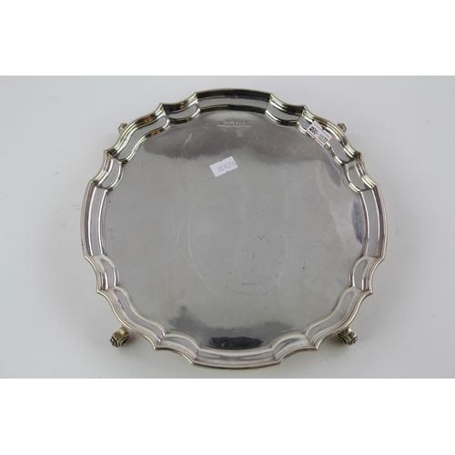 30 - A Silver pie crust edge salver, Birmingham D, weight: 535 grams.