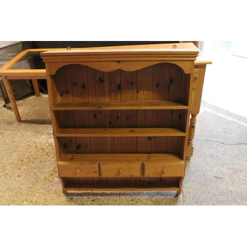 341 - A Pine Boarded Back Plate Rack. Measuring: 75 cm x 16 cm x 93 cm.
