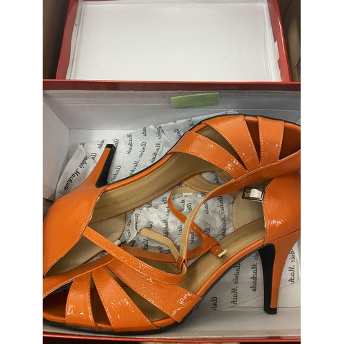 48 - 3 BOXED PAIRS OF LADIES SHOES (sz 10)...