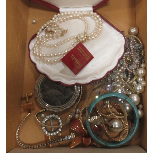 56 - Costume jewellery and items of personal ornament: to include simulated pearls and gold plated neckla...