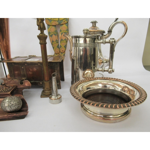306 - Mixed metalware: to include an Arts & Crafts inspired copper and brass cigarette box, fashioned ...