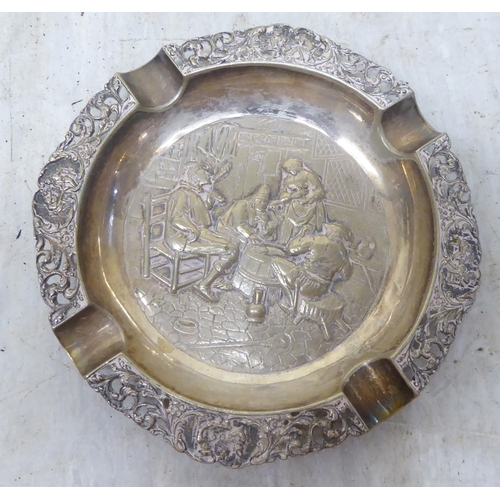 59 - Silver and silver plated collectables: to include a pair of wavy edged shallow dishes 6