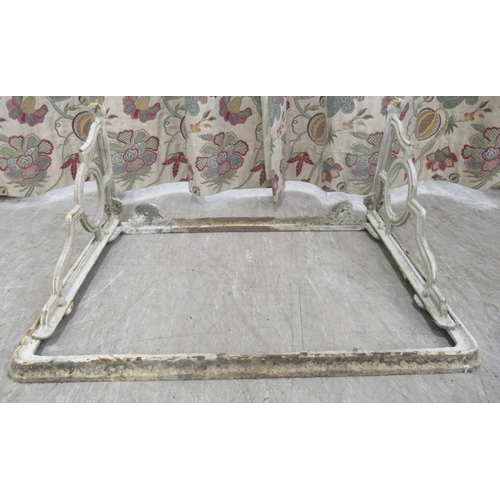 52 - An early 20thC 'Castle Baynard' porcelain sink, on a contemporary cast iron wall bracket