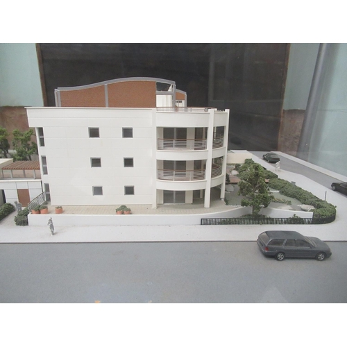16 - A Capital Models Ltd 3D scale model of an apartment complex, in an illuminating perspex case 1...