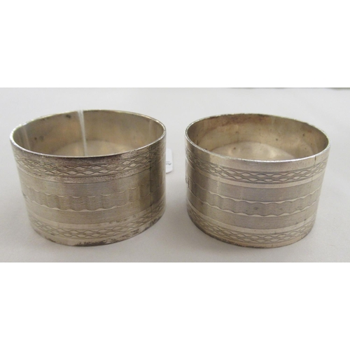 47 - A pair of silver napkin rings with engraved and engine turned decoration Birmingham 1911...