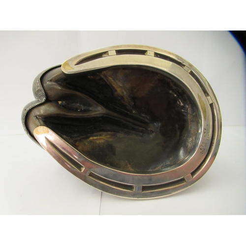33 - An Edwardian novelty inkwell, fashioned as silver plated mounted horse's hoof 4