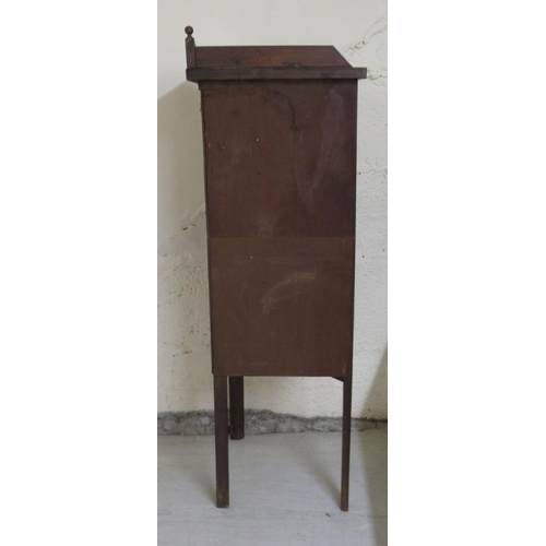 20 - An Edwardian inlaid pine corner cabinet with a single glazed door, raised on chamfered legs 51