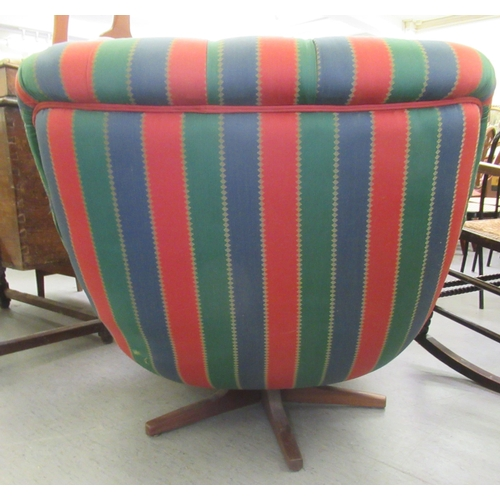 60 - A 1960s/70s tub design chair, rotating on a teak base