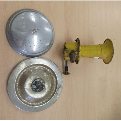 43 - Vintage motor accessories, viz. a mustard coloured painted horn; an Austin hub cap 8
