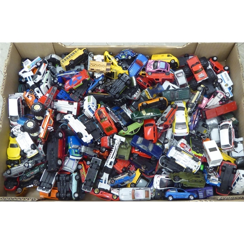 37 - Uncollated diecast model vehicles, recovery, emergency services, sports cars and convertibles: to in...