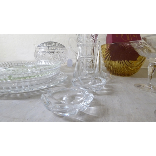 15 - Glass tableware: to include an hor d'oeuvre dish 11