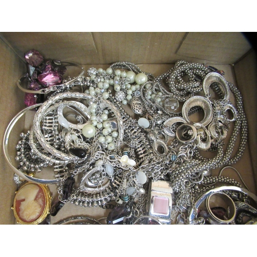 182 - Costume jewellery and items of personal ornament: to include cameo brooches, silver coloured metal b...