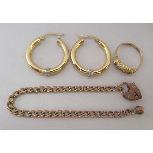 347 - Gold and yellow metal items of personal ornament: to include an 18ct gold ring