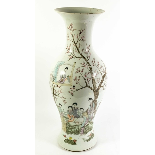 1 - A large Chinese Export famille verte 棠尊 Haitangzun vase, Begonia-shaped, lobed sections with a conca...