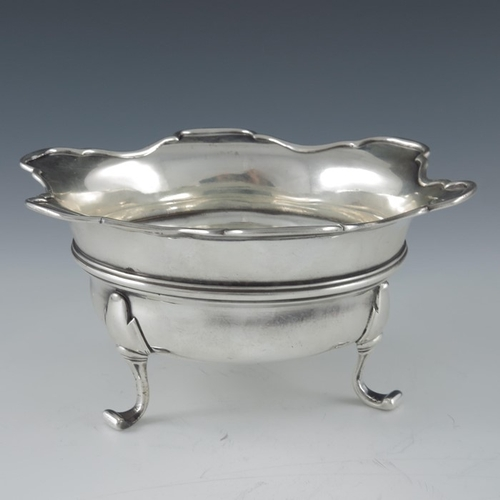 16 - An 18th century Dutch silver bowl, Gregorius van der Troon II, The Hague circa 1770, the body with a...